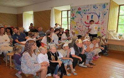 Rankā jau otro gadu tikās Latvijā un ārvalstīs dzīvojošie latviešu bērni